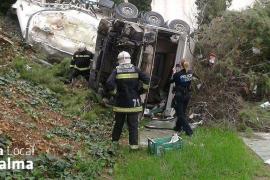 Aparatoso accidente de un camión en el aeropuerto de Son Sant Joan