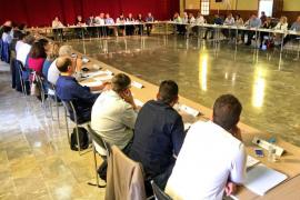 Los alcaldes de Mallorca, preocupados por el consumo de alcohol entre los jóvenes en las fiestas