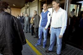 El futbolista Miguel García sale del hospital