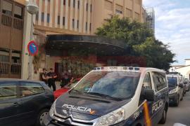 La Policía Nacional desaloja el edificio de okupas de General Riera