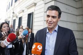 Sánchez duda entre votar 'no' a Rajoy o dejar su acta de diputado
