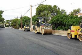 Nueva pavimentación de las calles de Cala Pi tras 25 años de abandono