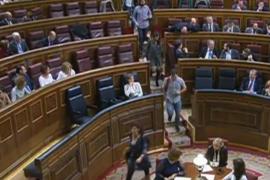 Los diputados de Podemos abandonan el hemiciclo antes del final del debate