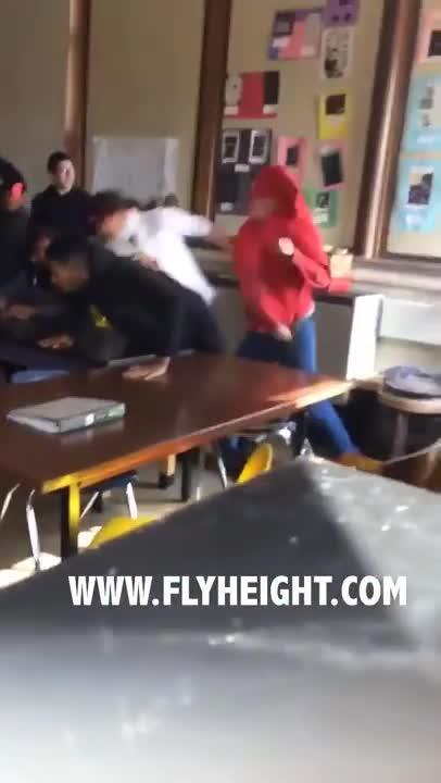 El vídeo de un alumno golpeando a una profesora incendia las redes sociales