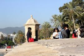 El puente de Tots Sants, en mangas de camisa y sin paraguas