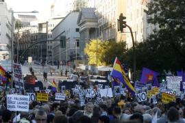 Miles de personas rodean el Congreso