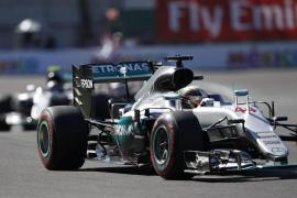 Hamilton, 'pole' en México por delante de Rosberg