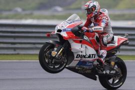 Dovizioso se impone en Malasia por delante de Rossi y Lorenzo