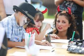 Cientos de zombies y brujas siembran el terror en el Hard Rock