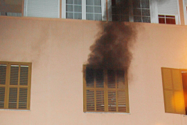 Cuatro personas resultan intoxicadas en tres incendios en domicilios de Palma