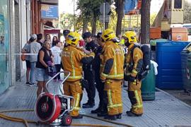 Desalojan a una veintena de vecinos por un incendio en un piso de la calle Salvador Dalí