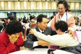 Cien familias separadas por la guerra de Corea se reúnen 60 años después