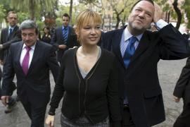 Leire Pajín afronta abucheos en su primera visita como ministra