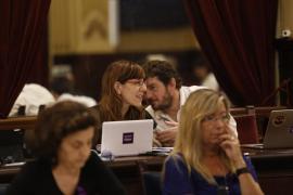 Armengol pide a Podemos que apoye al Govern con entusiasmo y «sume»