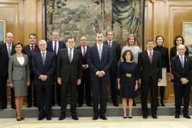 Los trece ministros del nuevo Gobierno de Rajoy juran sus cargos ante el Rey