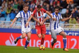 La Real, de penalti, gana al Atlético y se consolida en la parte alta
