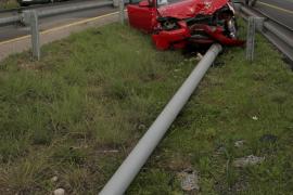 Cuatro heridos, entre ellos dos niños, en un aparatoso accidente en la vía de cintura