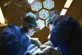 Se tira un pedo durante una operación con láser y provoca un incendio en el quirófano