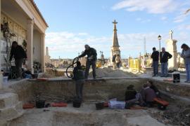 La exhumación llega a la treintena de cuerpos