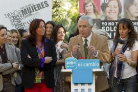 El PP inicia la campaña 'Zapatero se columpia con las mujeres', contra el paro femenino