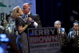 DEMÓCRATA JERRY BROWN SUCEDERÀ A SCHWARZENEGGER COMO GOBERNADOR DE CALIFORNIA