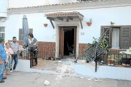 Detenida una conductora ebria y sin carné que empotró su coche contra la fachada de una vivienda en s'Illot
