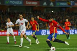 España golea a Macedonia guiado por un gran Silva