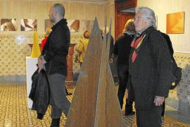 Las velas futuristas y de fantasía de Betty Gold se instalan en Can Prunera