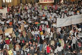 Oleada de protestas contra la visita del Papa