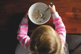 Un 15% de los niños españoles sólo desayuna agua, leche o zumo