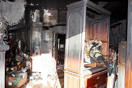 Un incendio en una chimenea calcina totalmente una casa rústica de Lloseta