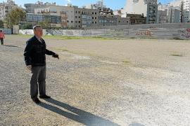 Los vecinos de Es Fortí exigen poder aparcar en el solar junto al Lluís Sitjar