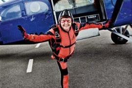 La incombustible 'abuela paracaidista' incide en la importancia de mantenerse activo en la vejez