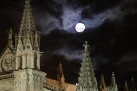 Las nubes apenas dejaron ver la 'Superluna' en Mallorca