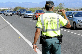Dos policías heridos en es Figueral por un conductor que escapó