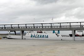La naviera Baleària revisa en es Botafoc el mercante 'Virot' tras ser rescatado