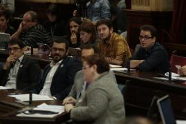 Movimiento sísmico de Podemos en el Parlament