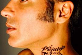 Casi 27 de millones de personas en Twitter evitan que una joven se tatúe el prejuicio 'Soy gitana y no soy de fiar'