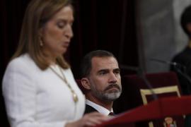 Ana Pastor pide a los parlamentarios «altura de miras» en aras del entendimiento