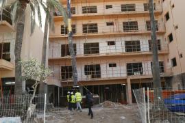 Un obrero, herido grave al caer desde una altura de ocho metros