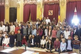 60 niños de distintos centros de Balears se convierten en diputados por un día en el V Parlament infantil