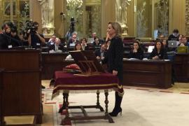 Cabrer (PP) toma posesión como diputada en el Parlament en sustitución de Salom