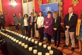 Treinta y nueve velas para recordar a las víctimas de la violencia contra las mujeres