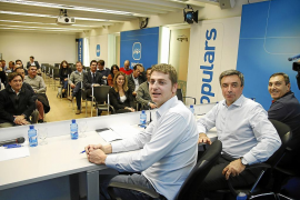 Bauzá intenta recuperar a los críticos del PP al ver que se queda sin apoyos