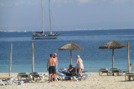 Mallorca lidera el número de noches de hotel, mientras la actividad industrial balear se queda en la cola