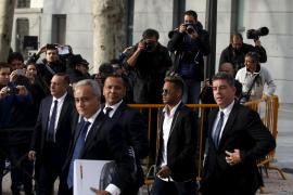 La Fiscalía pide 2 años de prisión para Neymar y 5 para Rosell por el caso de su fichaje