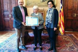 El Consell entrega la mención especial a Marie Claude Coyne por su labor con menores desfavorecidos
