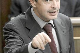 Rajoy y Zapatero se descalifican en el Congreso por las pensiones