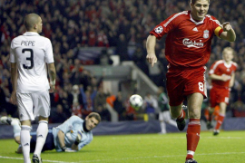 El futbolista inglés Steven Gerrard anuncia su retirada