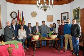 El escritor Miquel Segura y el payés Joan Vich reciben el 'brot de pi'